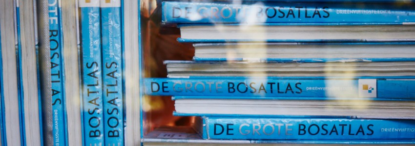 Boeken op plank Bosatlas